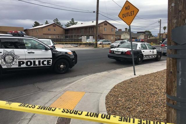 Las Vegas police investigate a double homicide at 5070 Palo Verde Road, near UNLV, on Sept. 20, 2016. (Twitter/Elaine Wilson/Las Vegas Review-Journal)