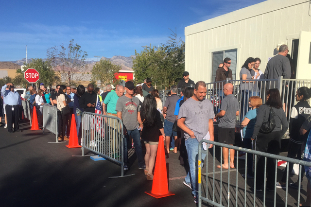 Early voters wait in line Saturday for the 9 a.m. start in a parking lot at Downtown Summerlin on Saturday Oct. 22, 2016. (Keith Rogers/Las Vegas Review-Journal)