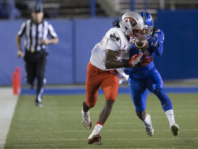 UNLV Rebels wide receiver Devonte Boyd (83) misses a catch under coverage from San Jose State Spartans cornerback Andre Chachere (21) in their football game at CEFCU Stadium on Saturday, Oct. 29,  ...