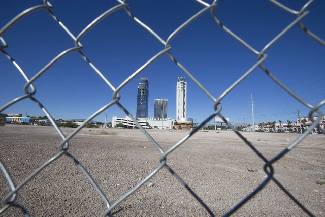 A view of the 8.6-acre parcel of land at the southwest corner of Flamingo Rd. and Valley View Blvd., Tuesday, Oct. 4, 2016. Richard Brian/Las Vegas Review-Journal Follow @vegasphotograph