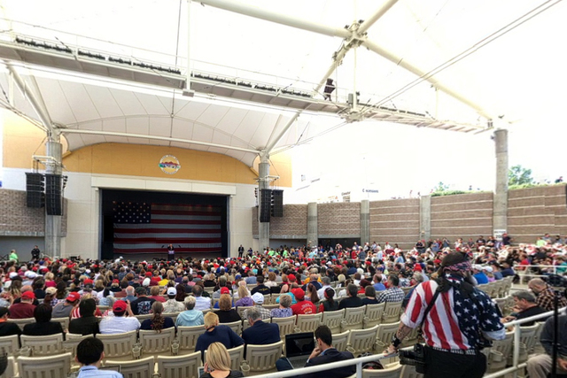 Crowds gather at a Donald Trump Rally in Henderson on Wednesday, Oct. 5, 2016. (@WilsonElaineM/Bubbli)