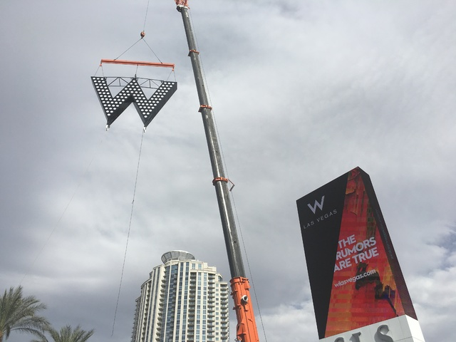 The big W is placed atop the SLS Las Vegas marquee on Oct. 14, 2016. (Photo by John Katsilometes/Las Vegas Review-Journal)