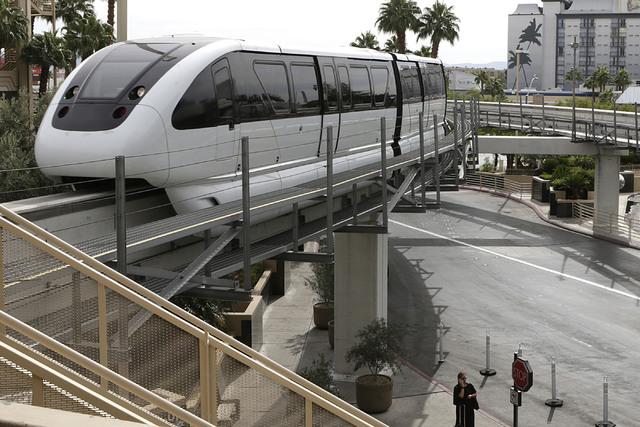 A Las Vegas Monorail approaches MGM Station, Thursday, Oct. 27, 2016. (Bizuayehu Tesfaye/Las Vegas Review-Journal Follow @bizutesfaye)