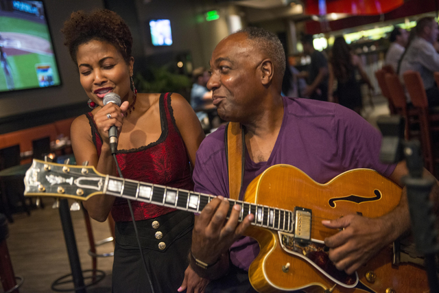 Linda Woodson and Calvin Brooks perform at The Mixx Grill & Lounge in Boca Park in Las Vegas on Friday, Oct. 7, 2016. Jacob Kepler/Las Vegas Review-Journal