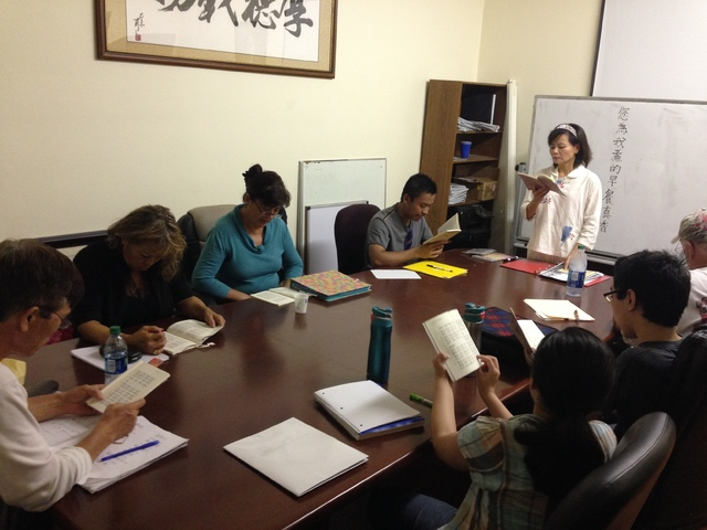 An instructor teaches free Chinese classes at the Asian Culture Center, 928 S. Valley View Blvd, on Aug. 24. Courtesy of Cavin Fung.