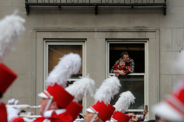 A child yells from a window as a marching ban passes by during the 90th Macy's Thanksgiving Day Parade in Manhattan, New York, U.S., November 24, 2016.  REUTERS/Andrew Kelly