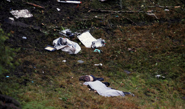 ATTENTION EDITORS - VISUAL COVERAGE OF SCENES OF INJURY OR DEATHBodies from a plane that crashed into Colombian jungle with Brazilian soccer team Chapecoense are seen near Medellin, Colombia, Nove ...
