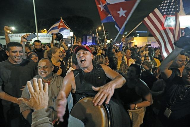 People in Miami celebrate the death of Cuba's Fidel Castro in front of Versailles Restaurant in Little Havana, early Saturday, Nov. 26, 2016. (Alan Diaz/Miami Herald via AP)