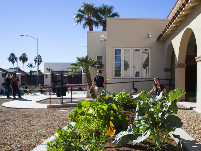 Faith Lutheran Middle Schoolճ students paint at 9th Bridge School in downtown Las Vegas, on Friday, Nov. 18, 2016. Miranda Alam/Las Vegas Review-Journal Follow @miranda_alam