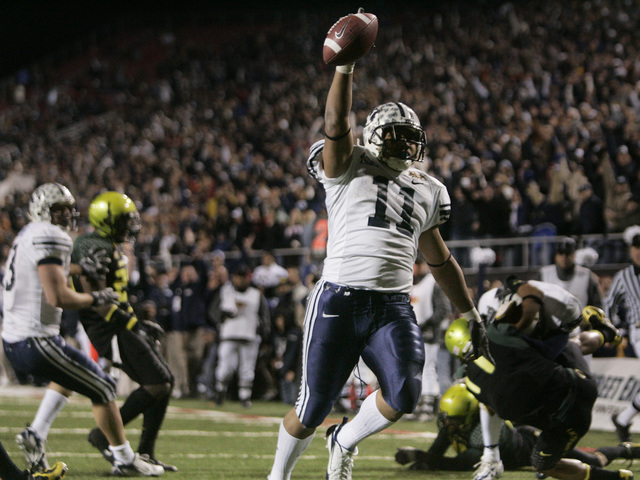 Brigham Young running back Manase Tonga (11) runs a pass for a touchdown in the forth quarter during the Las Vegas Bowl football game in Las Vegas on Thursday, Dec. 21, 2006. BYU beat Oregon, 38-8 ...