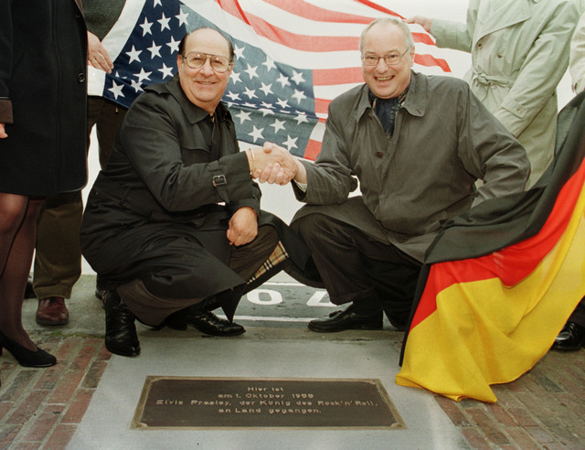 Elvis Presleys former road manager and friend Joe Esposito, left, shakes hands with Bremerhavens mayor Manfred Richter, right, at the point Elvis stepped on German soil forty years ago, Thursday,  ...