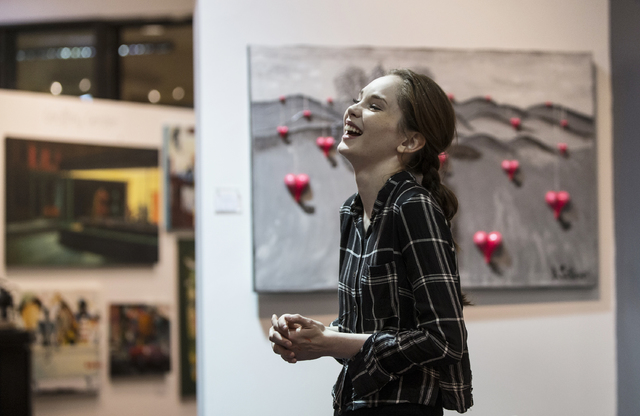 Artist Autumn de Forest shares a moment with family at the Gallery of Music & Art on Monday, Nov. 7, 2016, in Las Vegas.  Benjamin Hager/Las Vegas Review-Journal