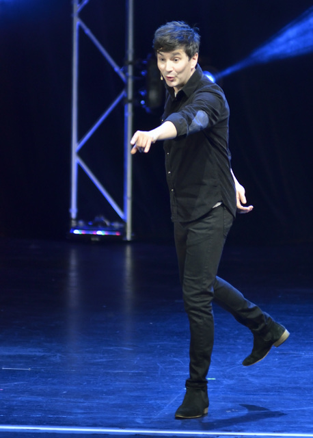 "Stuart MacLeod performs in ""Band of Magicians"" at the Tropicana hotel-casino at 3801 S. Las Vegas Blvd. in Las Vegas on Thursday, Nov. 3, 2016. Bill Hughes/Las Vegas Review-Journal"
