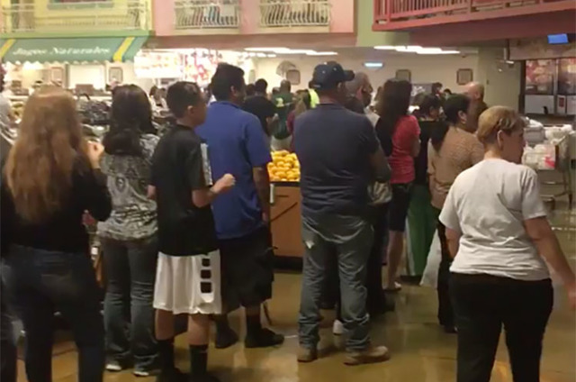 People wait in line to vote at a Cardenas supermarket at Bonanza Road and Lamb Boulevard in east Las Vegas on Friday night (Jessica Terrones/Las Vegas Review-Journal)