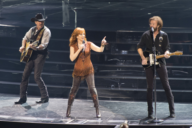 Reba McEntire and Brooks & Dunn perform together at The Colosseum at Caesars Palace in Las Vegas, Friday, June 19, 2015. (Jason Ogulnik/Las Vegas Review-Journal)