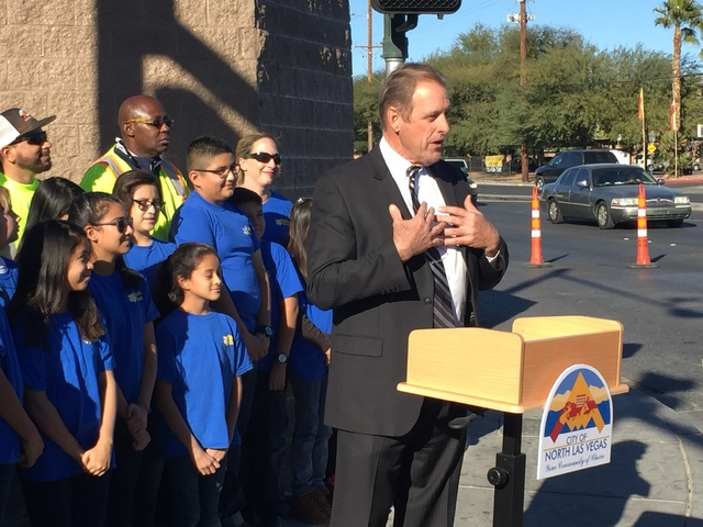 North Las Vegas Mayor John Lee unveils a new Welcome to North Las Vegas sign with students from Tom Williams Elementary School on Tuesday, Nov. 29, 2016. (City of North Las Vegas)