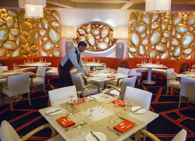 Marek Pachman sets a table at Lakeside in Wynn Las Vegas on Friday, Nov., 11, 2016. Jeff Scheid/Las Vegas Review-Journal Follow @jeffscheid
