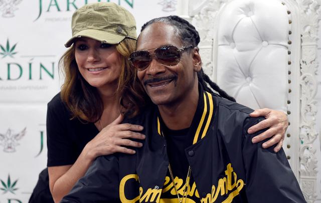 Cissy Britt, left, poses with rapper Snoop Dogg at Jardin cannabis dispensary Friday, Nov. 11, 2016, in Las Vegas. David Becker/Las Vegas Review-Journal Follow @davidjaybecker