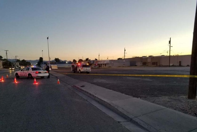 Las Vegas police investigate a fatal shooting early Thursday morning, Nov. 10, 2016, near East Cheyenne Avenue and Civic Center Drive. (Mike Shoro/Las Vegas Review-Journal)