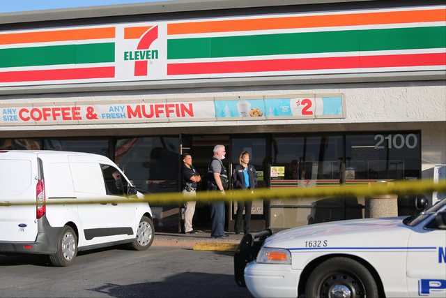 North Las Vegas Police investigate a fatal shooting at a 7-Eleven in North Las Vegas on Thursday, Nov. 10, 2016. (Brett Le Blanc/Las Vegas Review-Journal Follow @bleblancphoto)