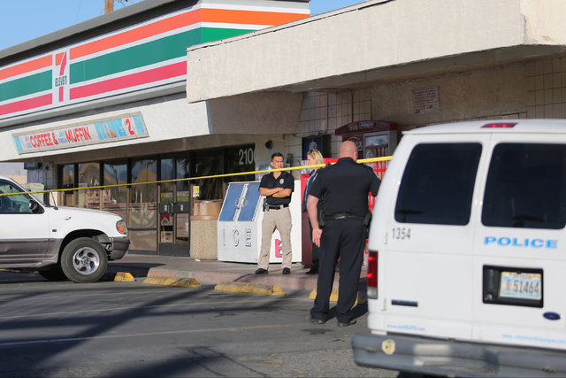 North Las Vegas Police investigate a fatal shooting at a 7-Eleven in North Las Vegas on Thursday, Nov. 10, 2016. (Brett Le Blanc/Las Vegas Review-Journal Follow @bleblancphoto)