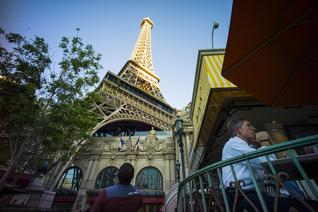 People look on outside of the Paris hotel-casino in Las Vegas on Friday, Nov. 4, 2016. The hotel-casino experience a massive power outage on Thursday. Chase Stevens/Las Vegas Review-Journal Follow ...