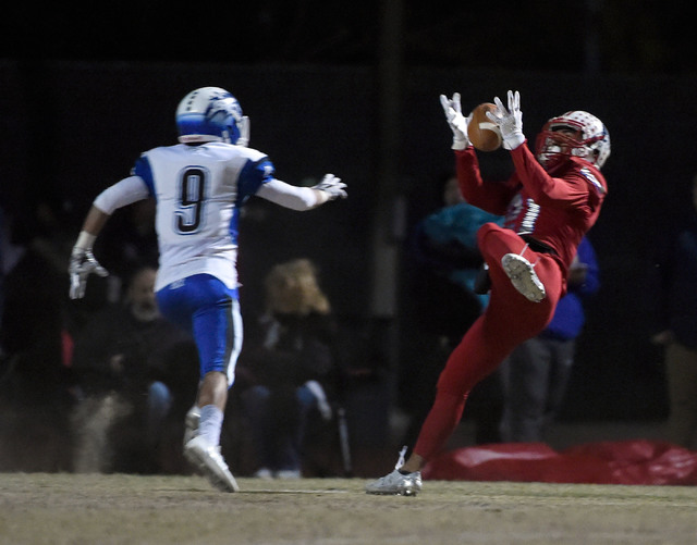 Liberty's Darion Acohido (21) makes a catch against Basic's Daniel Paonessa during a high school football game at Liberty High School Friday, Nov. 18, 2016, in Henderson. David Becker/Las Vegas Re ...