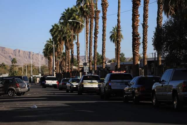 Police investigate a shooting at a Sunrise Avenue apartment in Las Vegas on Friday, Nov. 25, 2016. (Brett Le Blanc/Las Vegas Review-Journal) Follow @bleblancphoto
