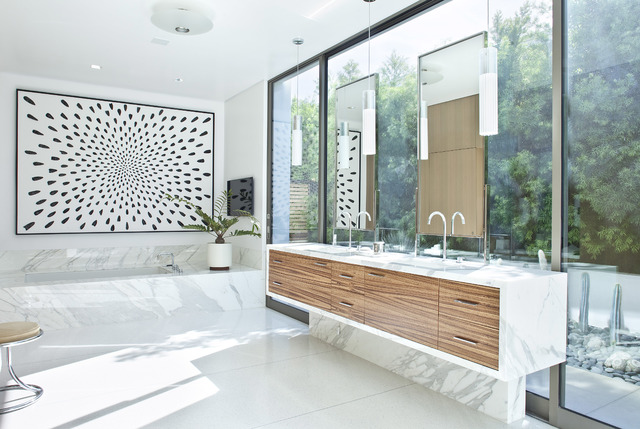 © THE PERFECT BATH BY BARBARA SALLICK, RIZZOLI NEW YORK, 2016 The bath paradoxically makes the presence of the garden more palpable by laying elements on the glass wall that lighting divides inte ...
