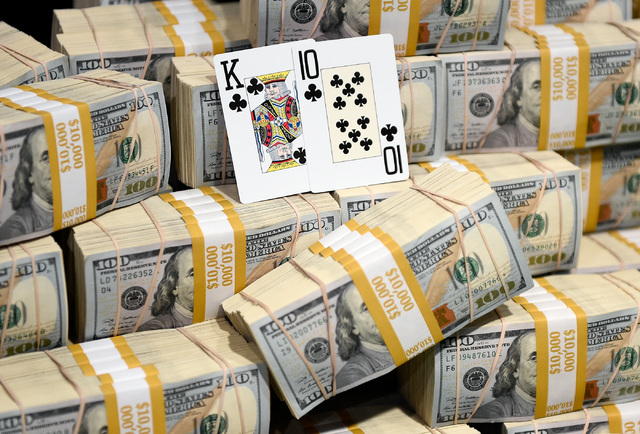 Qui Nguyen of Las Vegas final cards that won him first place at the final table at the 2016 World Series of Poker Main Event at the Rio hotel-casino, Wednesday, Nov. 2, 2016, in Las Vegas. David B ...