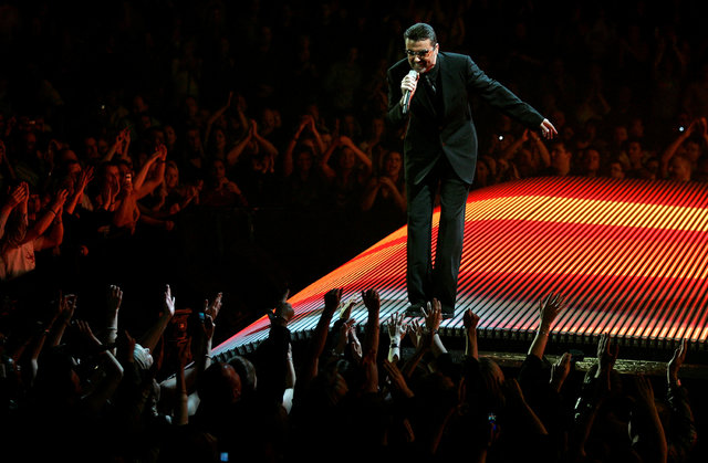 FILE PHOTO: British singer George Michael performs on the first night of the British leg of his tour at the MEN Arena in Manchester, northern England, November 17, 2006.   REUTERS/Phil Noble/File  ...