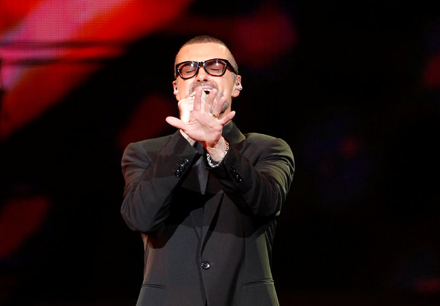 """FILE PHOTO British singer George Michael performs on stage during his """"Symphonica"""" tour concert in Berlin September 5, 2011. REUTERS/Tobias Schwarz/File photo FOR EDITORIAL USE ONLY"""