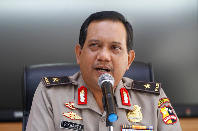 Indonesia National Police spokesman Rikwanto talks to reporters about suspected terrorists who were arrested, at police headquarters in Jakarta, Indonesia, December 26, 2016. (Fatima El-Kareem/Reu ...