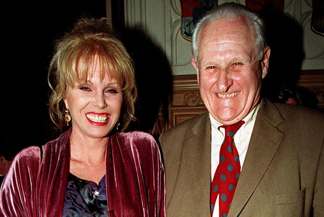 "Actors  Joanna Lumley and Peter Vaughan pose in London, April 29, 1998. Veteran British character actor Vaughan, who played the enigmatic Maester Aemon in ""Game of Thrones,"" has died aged 93. (Fio ..."