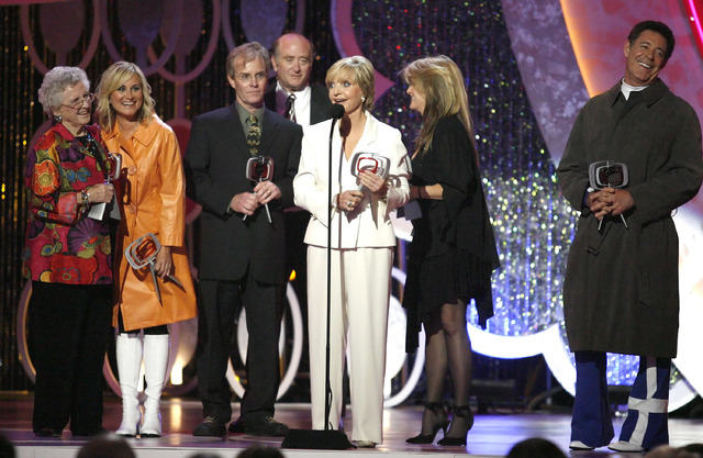In this Saturday, April 14, 2007, photo, Florence Henderson, center, speaks, as she and, from left, Ann B. Davis, Maureen McCormick, Mike Lookinland, Lloyd Schwartz, Susan Olsen and Barry Williams ...