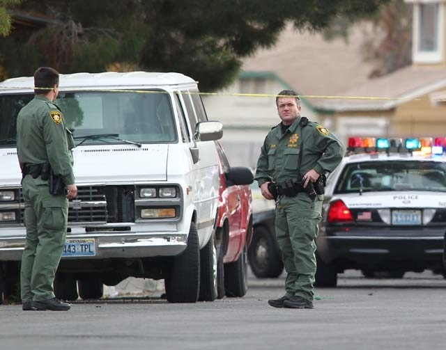 Las Vegas police gang unit members stand near the scene of a shooting of an FBI agent and a suspect near Charleston and Nellis boulevards in February 2013. (CHASE STEVENS/LAS VEGAS REVIEW-JOURNAL)