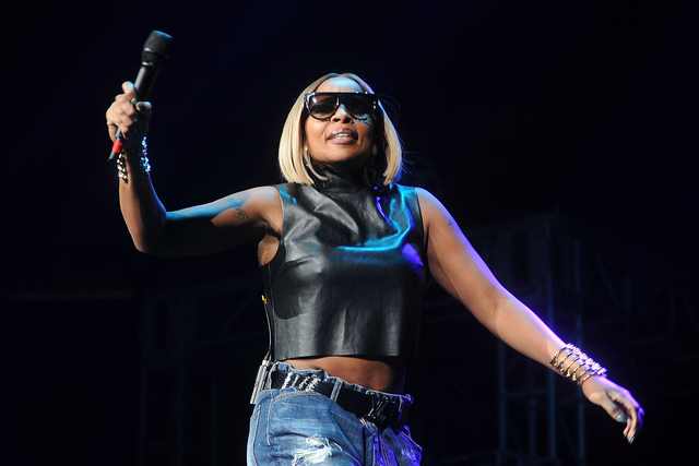 "Mary J. Blige performs during Hot 97's ""Busta Rhymes & Friends: Hot For The Holidays"" at the Prudential Center on Saturday, Dec. 5, 2015 in Newark, N.J. (Brad Barket/Invision/AP)"