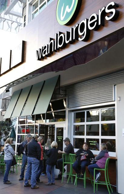 A crowd gathers outside Wahlburgers at the Grand Bazaar Shops in Las Vegas on Friday, Dec. 2, 2016. (David Guzman/Las Vegas Review-Journal) @DavidGuzman1985