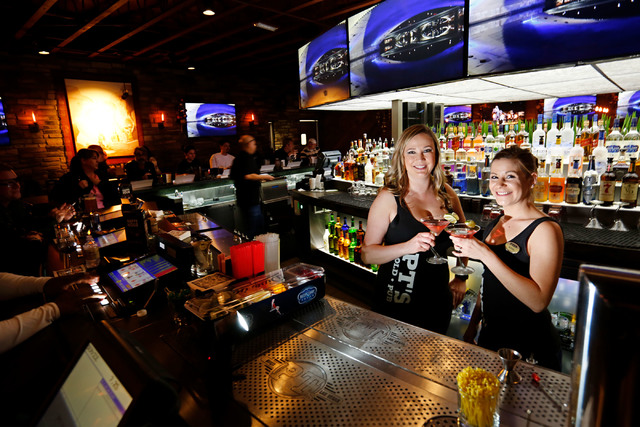Bartender Liz Olker, left, and waitress Ashley Carrington hold cosmopolitan cocktails at PT's Gold  in Las Vegas, Thursday, Dec. 22, 2016. (Chitose Suzuki/Las Vegas Review-Journal) @chitosephoto