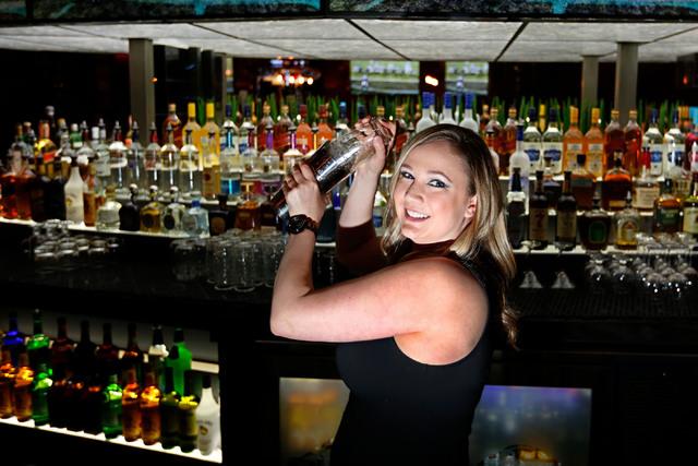 Bartender Liz Olker at PT's Gold  in Las Vegas, Thursday, Dec. 22, 2016. (Chitose Suzuki/Las Vegas Review-Journal) @chitosephoto