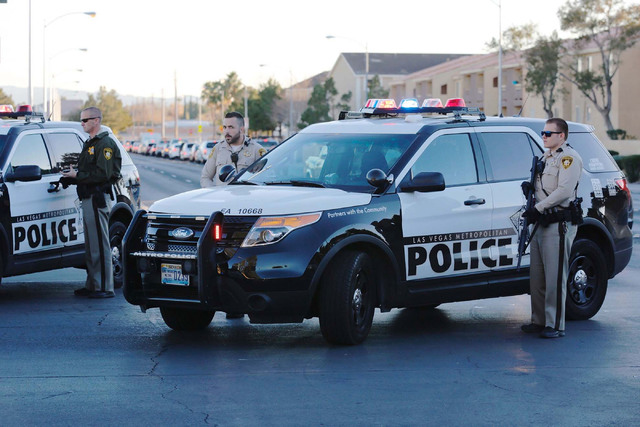 Police cars block Rochelle Avenue in Las Vegas after an officer-involved shooting, Monday, Dec. 19, 2016. (Chitose Suzuki/LasVegas Review-Journal) @chitosephoto