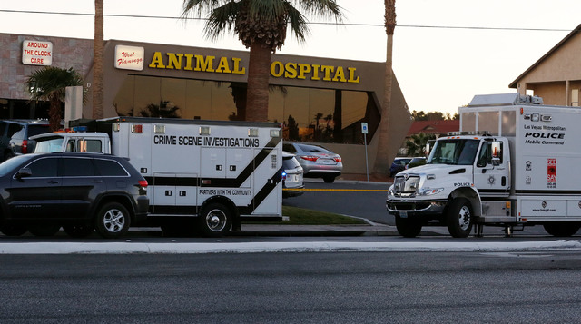 West Flamingo Animal Hospital in Las Vegas, Monday, Dec. 19, 2016, after an officer-involved shooting. (Chitose Suzuki/Las Vegas Review-Journal) @chitosephoto