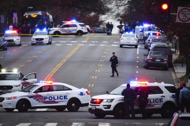 Police secure the scene near Comet Ping Pong in Washington, Sunday, Dec. 4, 2016. (Photo by Sarah L. Voisin/The Washington Post via AP)