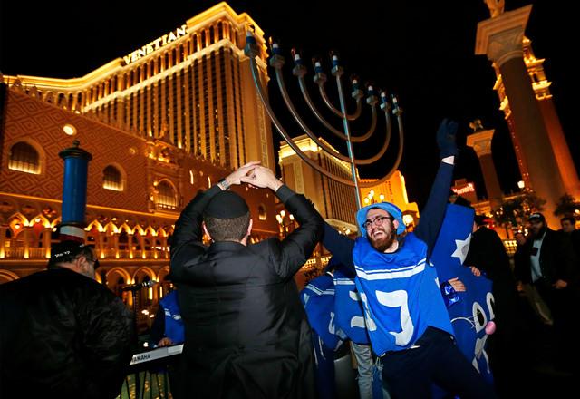 Festival Of Lights Brightens Strip Photos Las Vegas