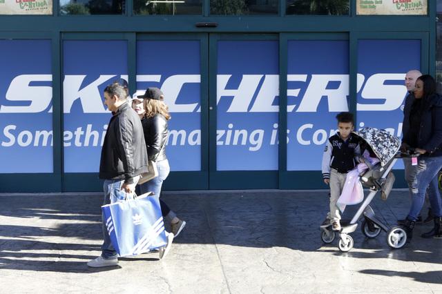Pedestrians walk past the future location of Skechers next to M&M store on the Strip and Tropicana Avenue Monday, Dec. 19, 2016. (Bizuayehu Tesfaye/Las Vegas Review-Journal)@bizutesfaye