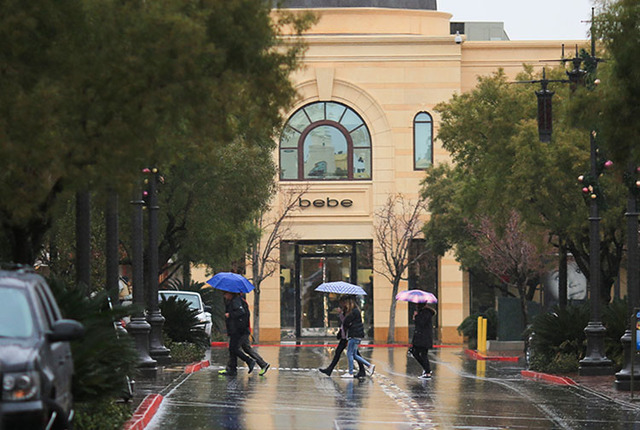 Shoppers cross the street in front of a bebe at Town Square in Las Vegas on Thursday, Dec. 22, 2016. Brett Le Blanc/Las Vegas Review-Journal Follow @bleblancphoto
