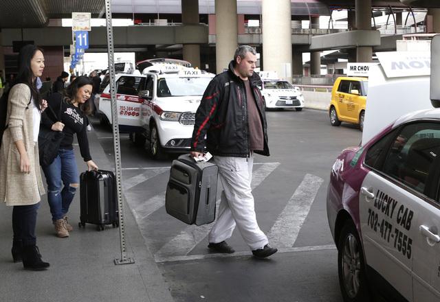 Arriving passengers at McCarran Airport prepare to load their luggage into a waiting taxi Wednesday, Dec. 14, 2016, in Las Vegas. (Bizuayehu Tesfaye/Las Vegas Review-Journal)@bizutesfaye