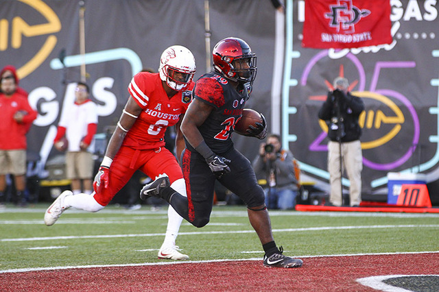 San Diego State running back Juwan Washington (29) gets past Houston cornerback Howard Wilson (6) to score a touchdown during the Las Vegas Bowl at Sam Boyd Stadium in Las Vegas on Saturday, Dec.  ...