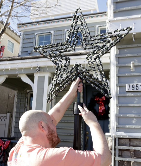 Jeff Doody installs the Christmas star outside his Las Vegas home, Tuesday, Nov. 22, 2016. Bizuayehu Tesfaye/Las Vegas Review-Journal Follow @bizutesfaye