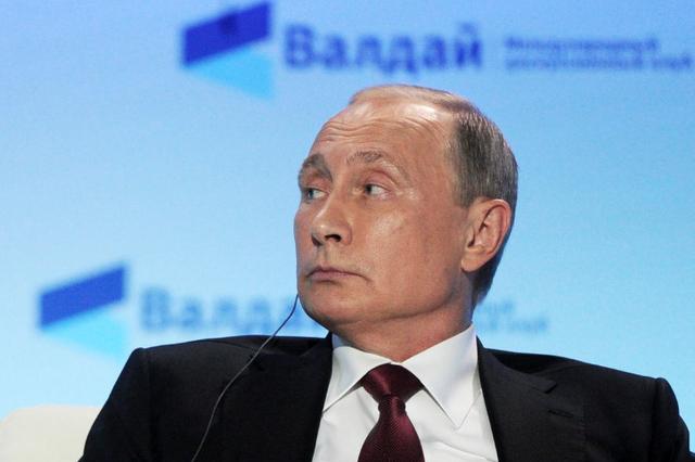 Russian President Vladimir Putin attends a session of the Valdai International Discussion Club in Sochi, Russia, October 27, 2016. (Sputnik/Kremlin/Mikhail Klimentyev via Reuters)